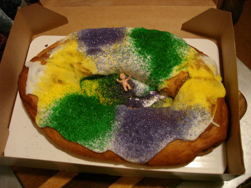 ... difference between Three Kings Day Cake and King Cake? | ¿Qué Más