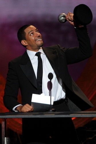 Cuban actor laz alonso wins big at naacp image awards for Afro latino 18 cuisine