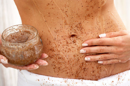 Abuela's beauty DIY: Delicious coconut & brown sugar body scrub for dry winter skin