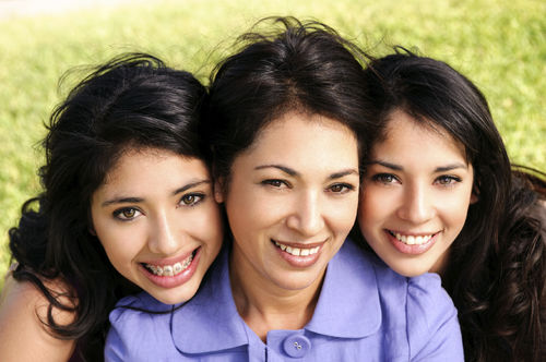 latina mother and daughters