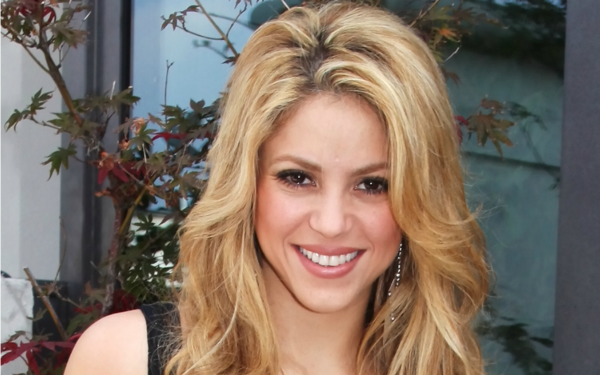 Shakira goes red head