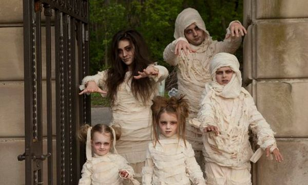 15 insanely adorable family halloween costumes for you your clan mam slatinas. Black Bedroom Furniture Sets. Home Design Ideas