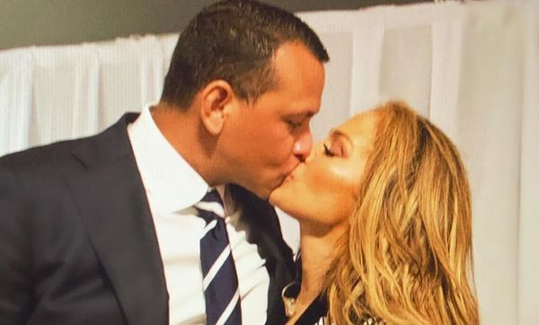 Alex Rodriguez Jennifer Lopez kissing